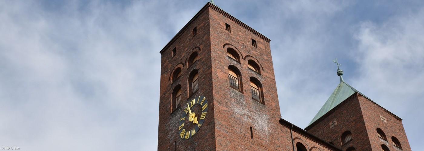 Kirchentürme mit Uhr