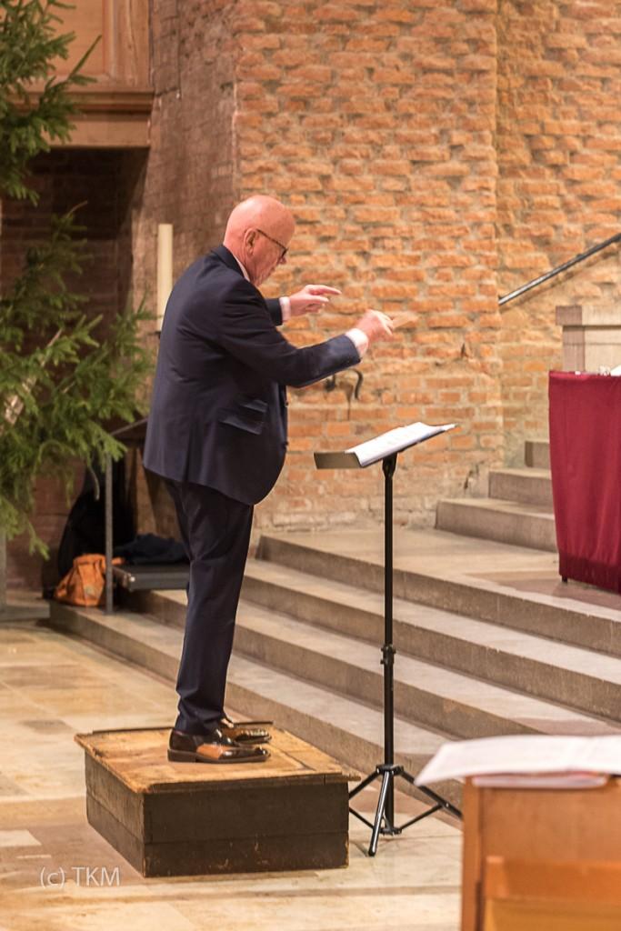 Tom Keeton dirigiert den Glockenchor