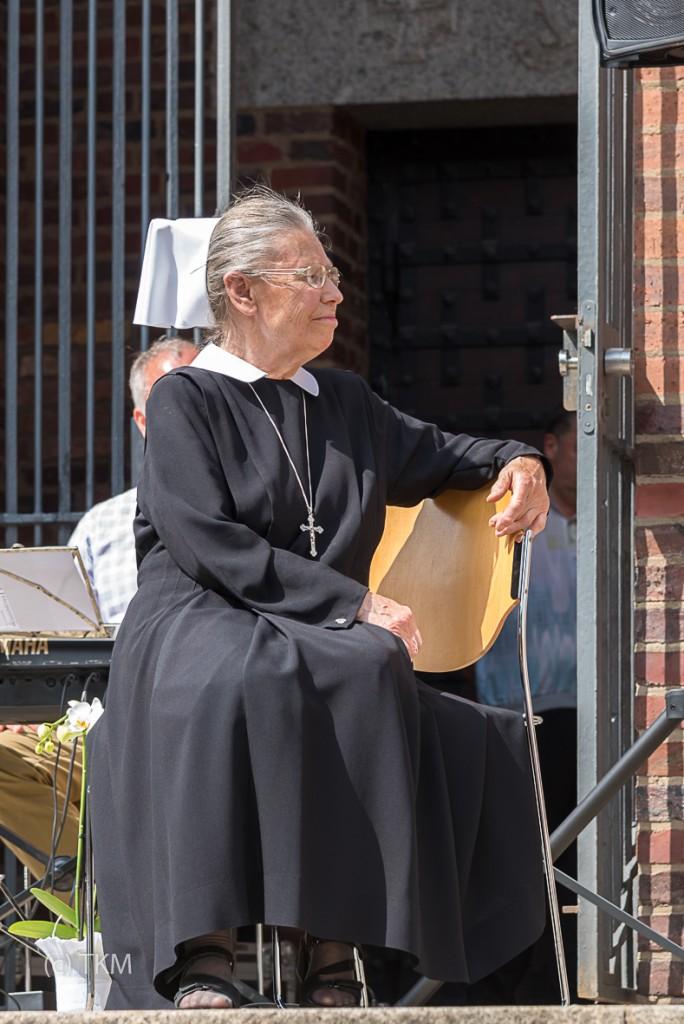 Schwester Anna bei der Verabschiedung im Gottesdienst